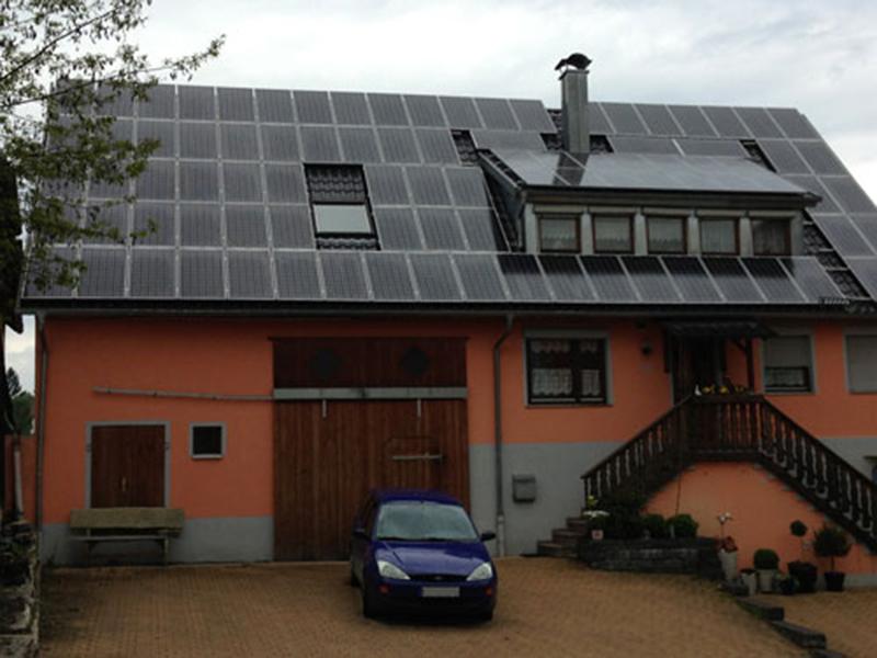 Dachsanierung-Dachgaubenverkleidung-Photovoltaikanlage-Wüstenrot
